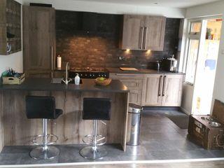 Donkere landelijke keuken houtstructuur de Lange keukens Landelijke keukens Kunststof Hout