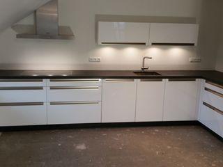 Moderne greeploze keuken de Lange keukens Moderne keukens MDF Wit