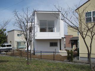 アトリエ・アースワーク Modern houses White