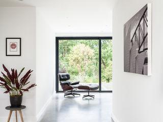 OATLANDS DRIVE Concept Eight Architects Modern corridor, hallway & stairs