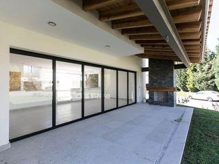 Arquitectura MAS Modern style balcony, porch & terrace