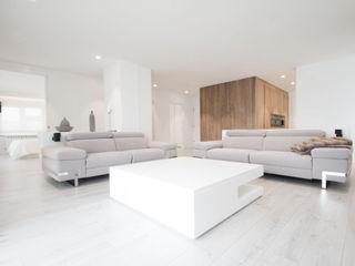 R. Borja Alvarez. Arquitecto Salon minimaliste Bois Blanc