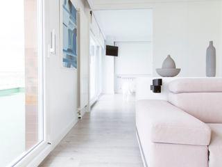 R. Borja Alvarez. Arquitecto Salon minimaliste Blanc