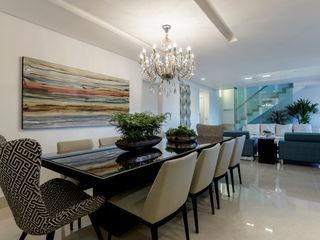 JANAINA NAVES - Design & Arquitetura Classic style dining room Wood-Plastic Composite Beige