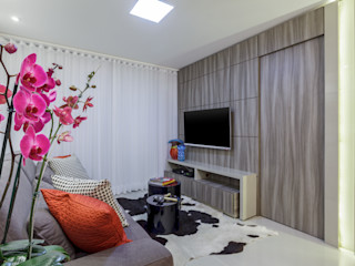 JANAINA NAVES - Design & Arquitetura Living room Wood-Plastic Composite Grey