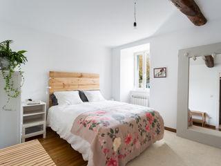 roomy showroom Country style bedroom