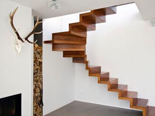innen_architekten BALS + WIRTH Koridor & Tangga Modern Kayu