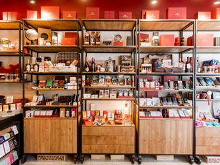 ShiStudio Interior Design Rustic style offices & stores