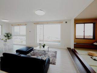 Live Sumai - アズ・コンストラクション - Mediterranean style balcony, porch & terrace Wood White
