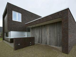 Lab32 architecten Rumah Modern Batu