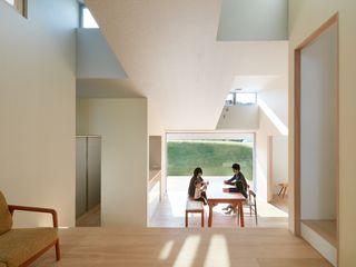 藤原・室 建築設計事務所 Moderne Wohnzimmer Weiß