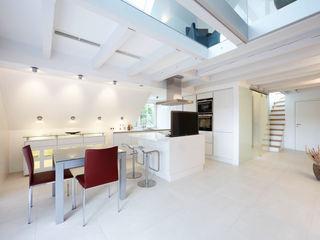 Maisonette Planungsbüro für Innenarchitektur Moderne Küchen Weiß