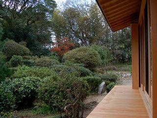 唐津の家 環アソシエイツ・高岸設計室 クラシカルな 庭 木 多色