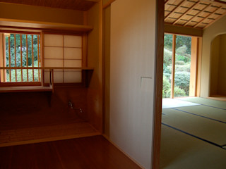 唐津の家 環アソシエイツ・高岸設計室 クラシックデザインの 多目的室 木 多色