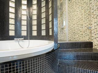 Bathrooms Gracious Luxury Interiors Modern bathroom Black