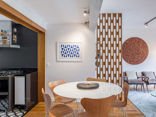 Reforma de apartamento - Simmetria Arquitetura Joana França Salas de jantar modernas