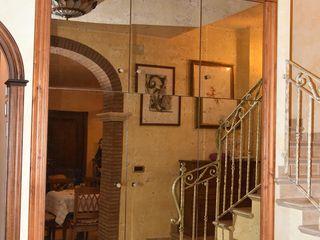 Gli Artigiani dei f.lli M.& S. Cordi snc Corridor, hallway & stairsClothes hooks & stands Wood