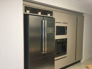 KOSH Arquitetura & Interiores Modern kitchen Beige