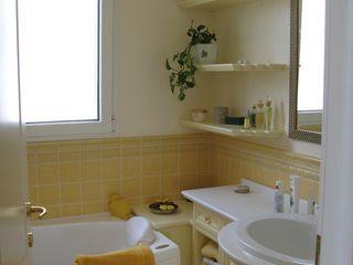 Gli Artigiani dei f.lli M.& S. Cordi snc BathroomShelves Wood
