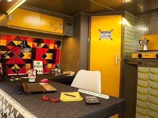 Bianca Ferreira Arquitetura e Interiores Commercial Spaces Aluminium/Zinc Multicolored
