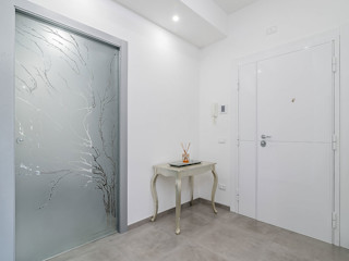 Facile Ristrutturare Modern corridor, hallway & stairs