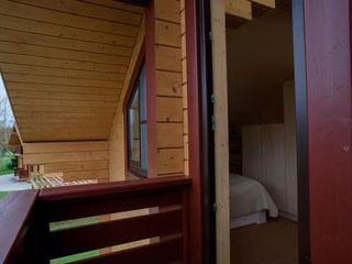 GOOD WOOD Klassischer Balkon, Veranda & Terrasse