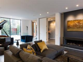 Hampstead Home, Bold & Bright Studio Mark Ruthven Modern living room