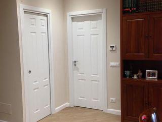 Casa S. Tinnirello Design Porte e Infissi Finestre & Porte in stile moderno Legno massello Bianco