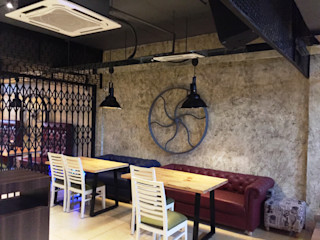 RESTO-LOUNGE : RANJIT AVENUE TULI ARCHITECTS AND ENGINEERS Bars & clubs Copper/Bronze/Brass