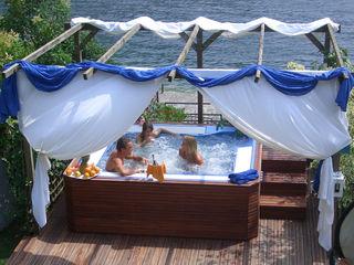 Alcune delle nostre installazioni inserendo una Jacuzzi Professionale . Aquazzura Piscine Spa moderna
