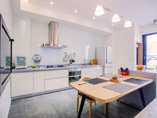 直譯空間設計有限公司 Modern kitchen White
