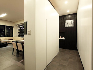 直譯空間設計有限公司 Classic style corridor, hallway and stairs White