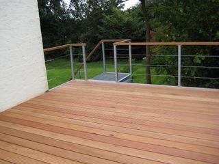 WE-Maatdesign Balkon, Beranda & Teras Modern Kayu Wood effect