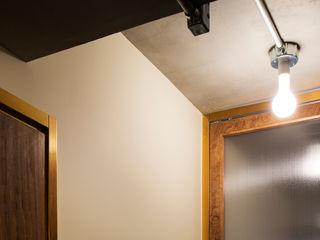 学芸大学・ROOM・S(GAKUGEIDAIGAKU・ROOM・S) 吉田裕一建築設計事務所 ミニマルな 窓&ドア 銅/ブロンズ/真鍮 木目調