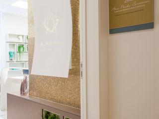 Estúdio HL - Arquitetura e Interiores Clínicas de estilo clásico