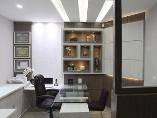 Suelen Kuss Arquitetura e Interiores Modern clinics MDF Wood effect