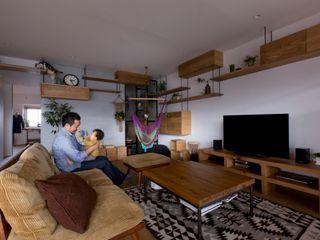 ALTS DESIGN OFFICE Гостиная в рустикальном стиле Дерево Эффект древесины