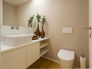 Traço Magenta - Design de Interiores Salle de bainRobinets