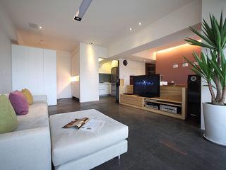 直譯空間設計有限公司 Modern living room White