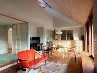 HOUSE IN CHIYOGAOKA Mimasis Design/ミメイシス デザイン Ruang Keluarga Modern Kayu Wood effect