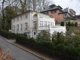 Villa an der Elbe in Hamburg - Blankenese Architekt Witte Klassische Häuser Kalkstein Weiß