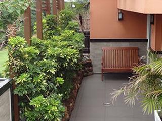 Bloco Z Arquitetura Modern balcony, veranda & terrace