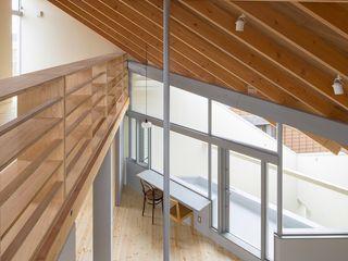 寺田邸 水野建築事務所 モダンデザインの 多目的室
