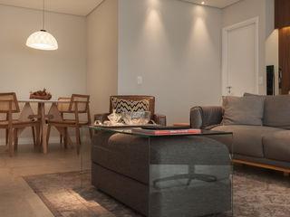 Lodo Barana Arquitetura e Interiores Modern living room Wood Grey