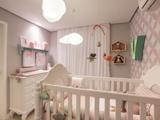 Lodo Barana Arquitetura e Interiores Modern nursery/kids room Wood Multicolored