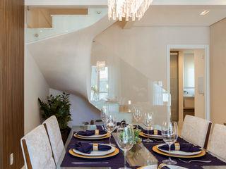 Lodo Barana Arquitetura e Interiores Modern dining room Glass Multicolored