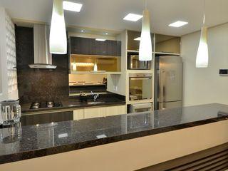 COZINHA Graça Brenner Arquitetura e Interiores Cozinhas modernas MDF Efeito de madeira