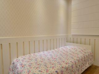 Graça Brenner Arquitetura e Interiores Quartos de criança clássicos MDF Branco