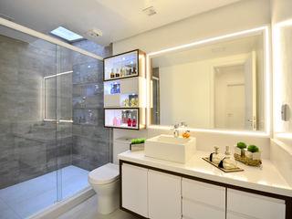 Graça Brenner Arquitetura e Interiores Casa de banhoArmários MDF Cinzento