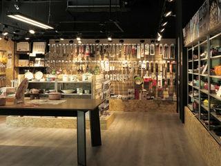 直譯空間設計有限公司 Minimalist offices & stores Wood effect